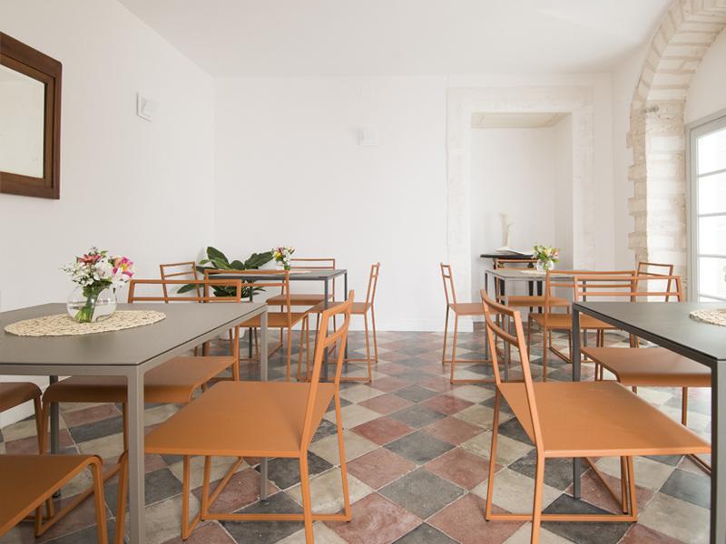 Arredi camera colazione - Dimora Cummà Marì - bed e breakfast a Vieste sul Gargano