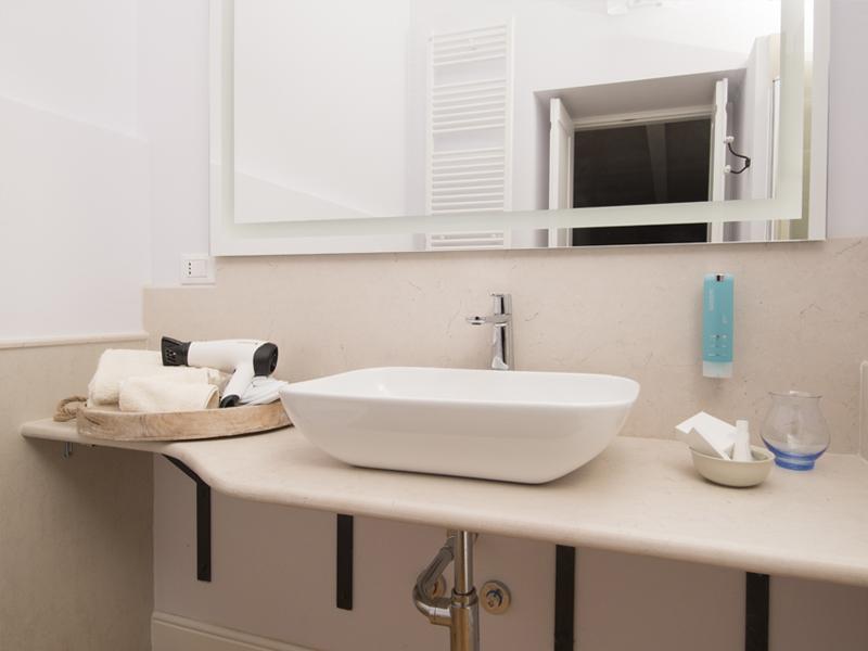 Cristalda bagno - camera excutive- Dimora Cumma Marì - bed e breakfast a Vieste sul Gargano