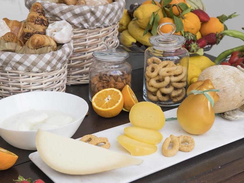 Formaggi a colazione tipica - Dimora Cumma Marì - beb a vieste nel centro storico